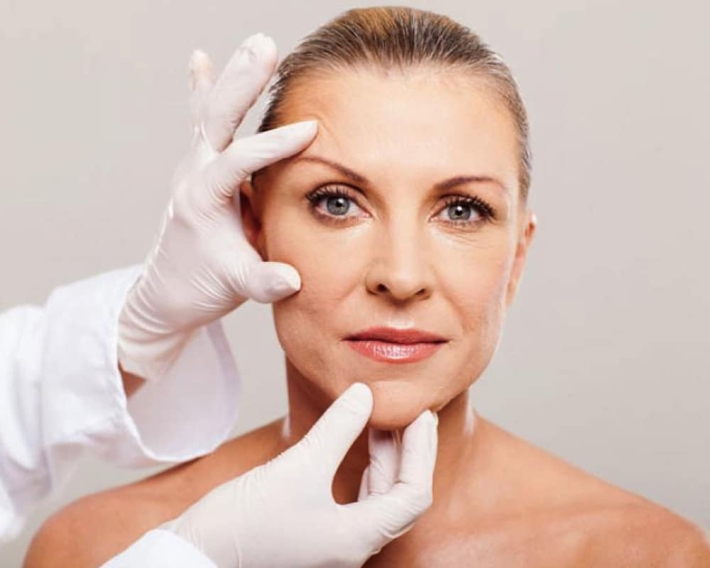 imagen de lifting de cejas cirugia estetica facial clinica renacimiento